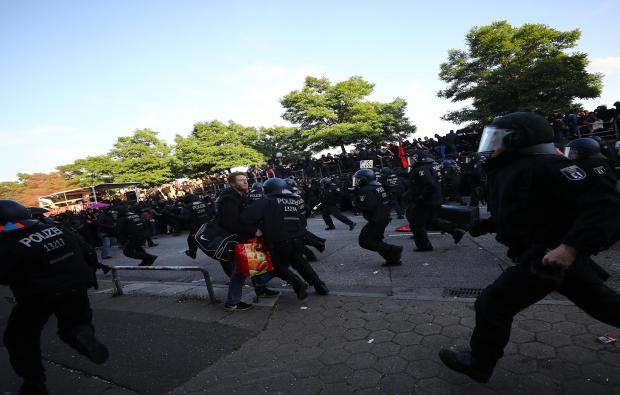 riot-police-hamburg